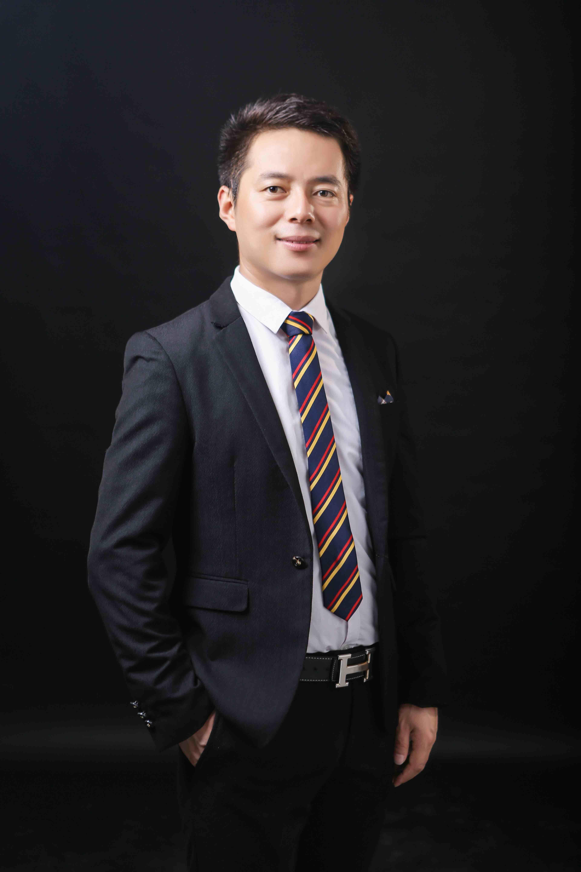 从优秀团干部到上市公司高管――王鑫