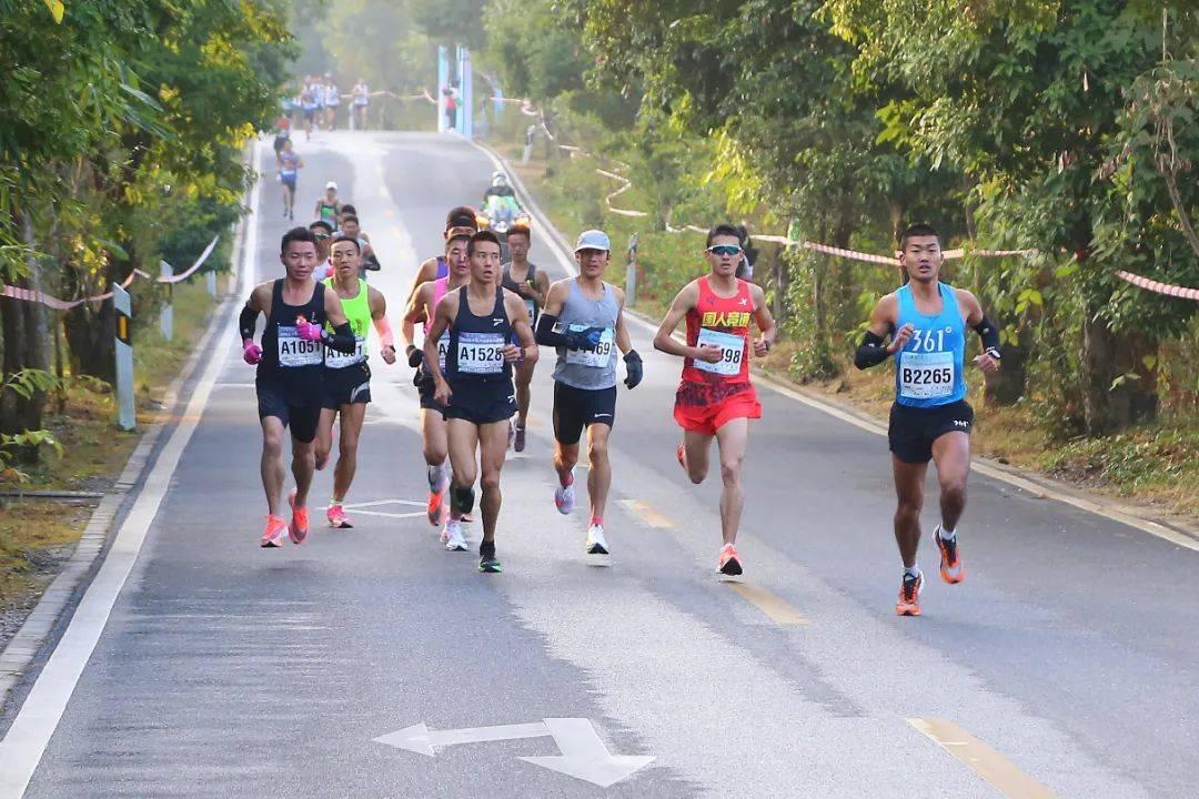 2020丹霞山山地马拉松赛激情开跑