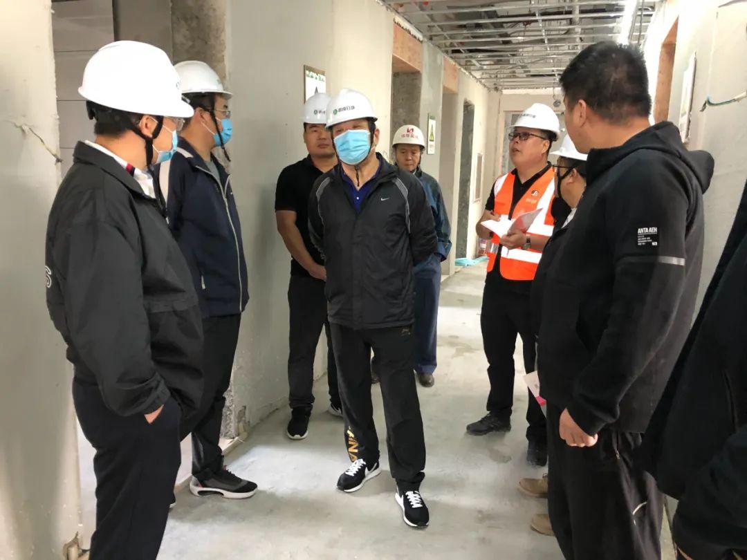 管恩犁到驻济流动党员党委办公场所督导项目施工情况