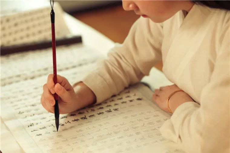 孩子认识1000个字,父母并不知道,妈妈:3岁前没教过认字