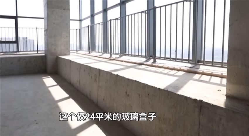 北漂夫妻买下24㎡婚房,柱子4米宽,窗台就占户型面积一半?
