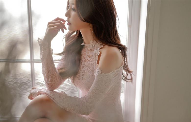 孙允珠:春蔓雪樱花绣透肤露肩丝纺裙