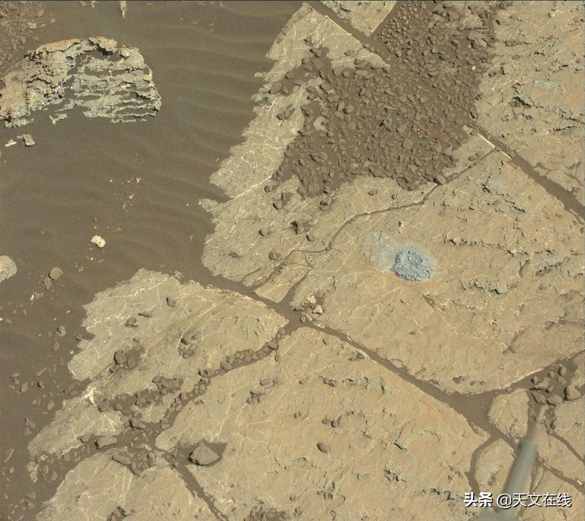 火星上存在水吗?科学家发现巨石的阴影下可能会出现短暂的盐水池