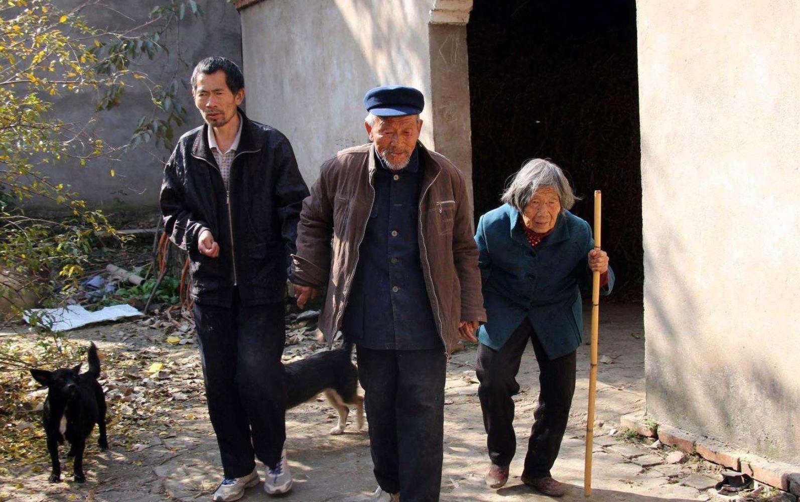 """在農村,30歲老光棍""""遍地走"""",父母很著急?專家:國家在想辦法"""