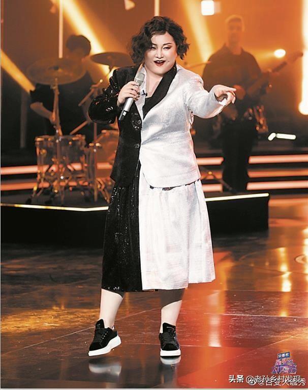 大张伟模仿梁朝伟,他模仿的华晨宇太逼真了,贾玲模仿英国女歌手