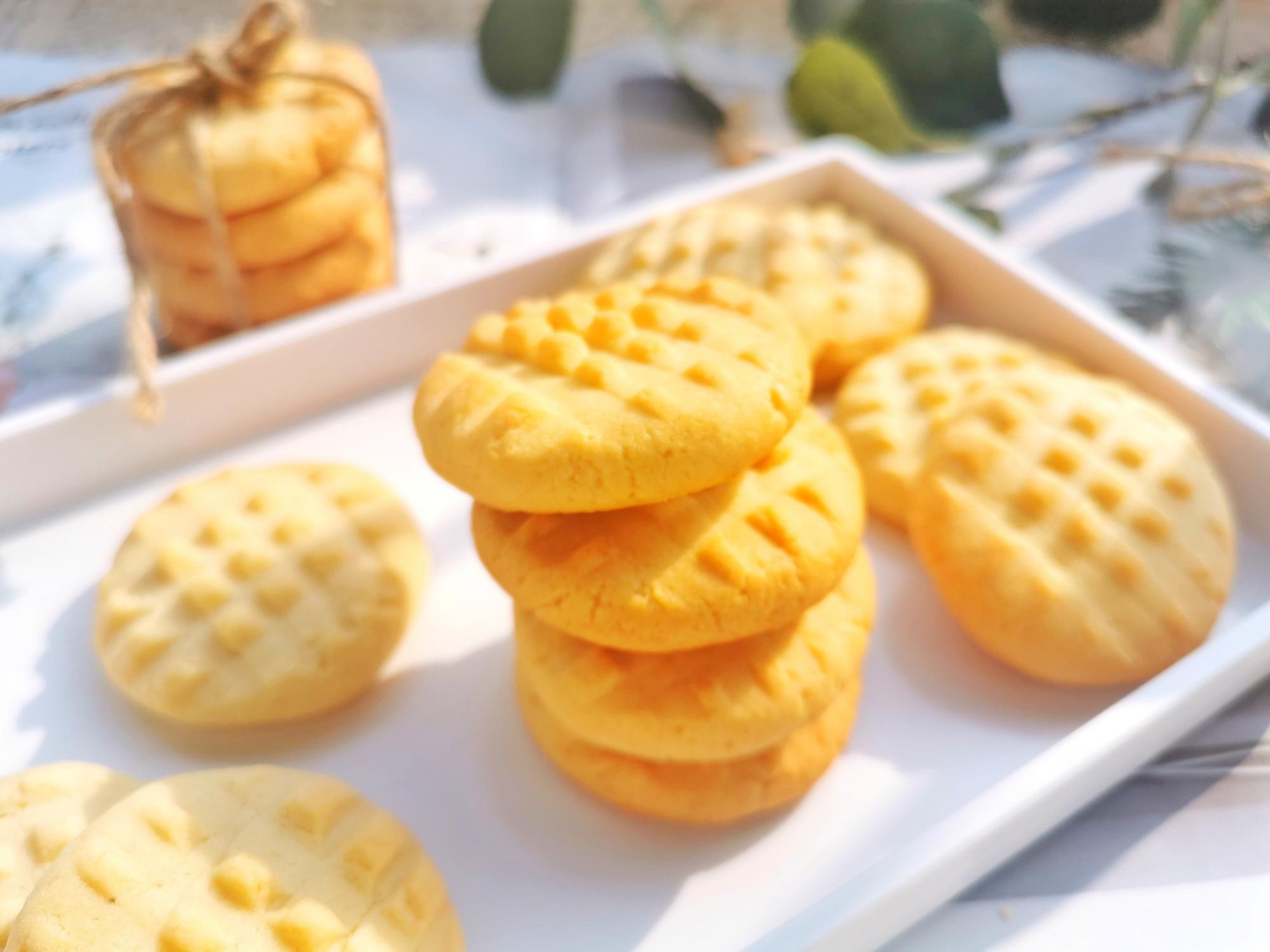 自製花生醬,不加水不加油,香濃細膩,用來做曲奇餅乾太香了