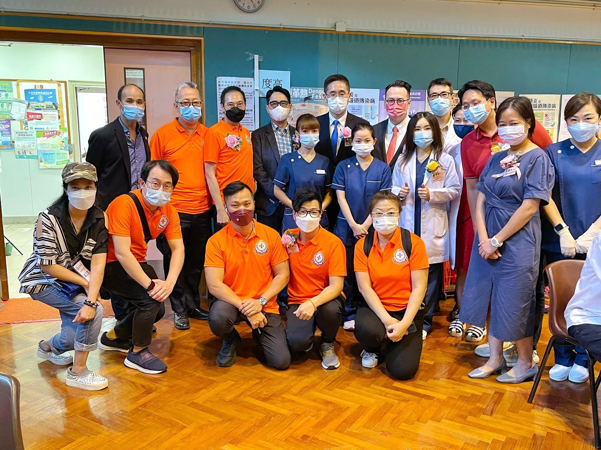 萧凡轩、池柏驹、萧靖瑜发起长者身体检查活动庆祝72周年国庆