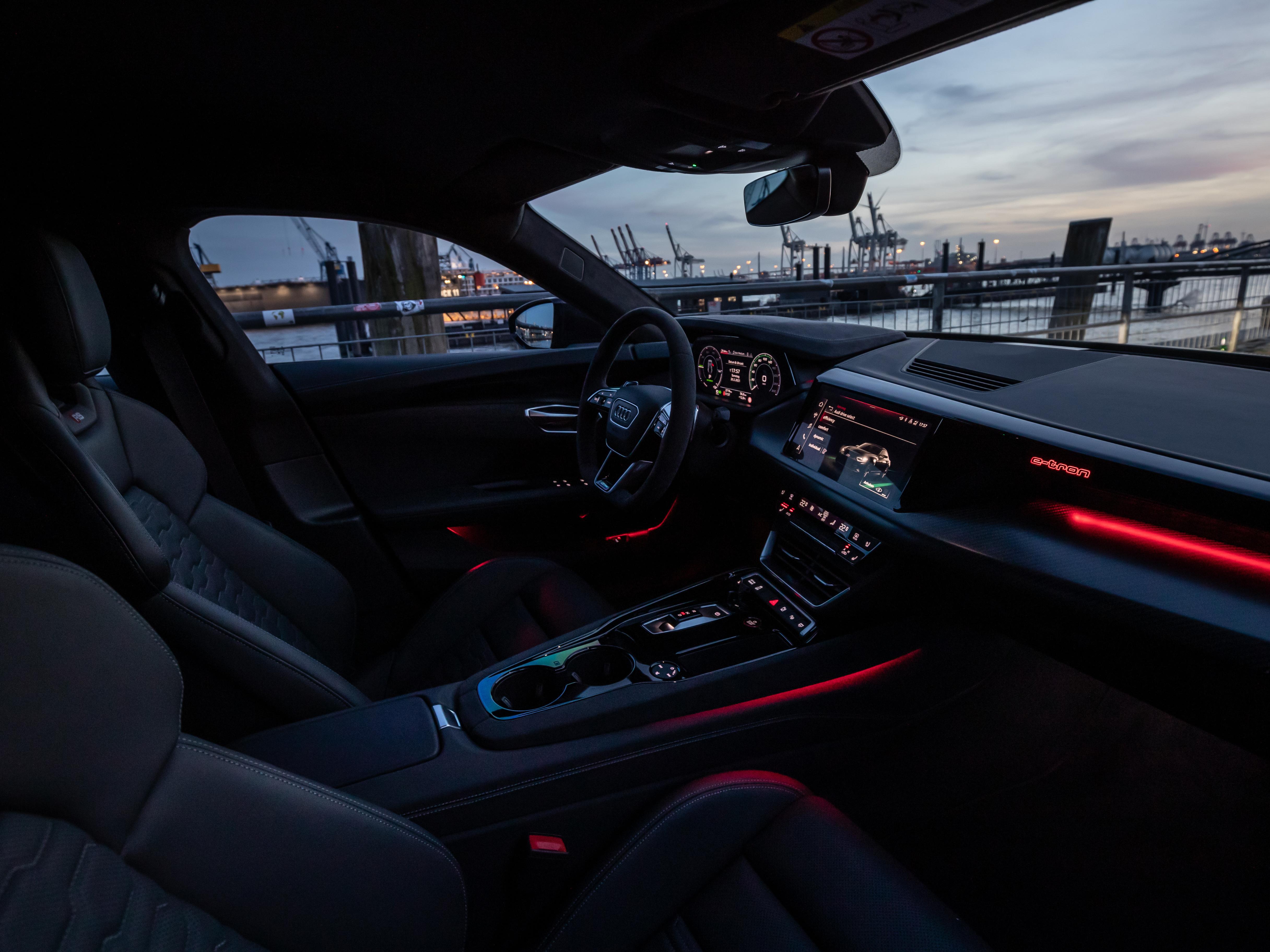 纯电双雄Porsche Taycan Cross Turismo VsAudi e-tron GT