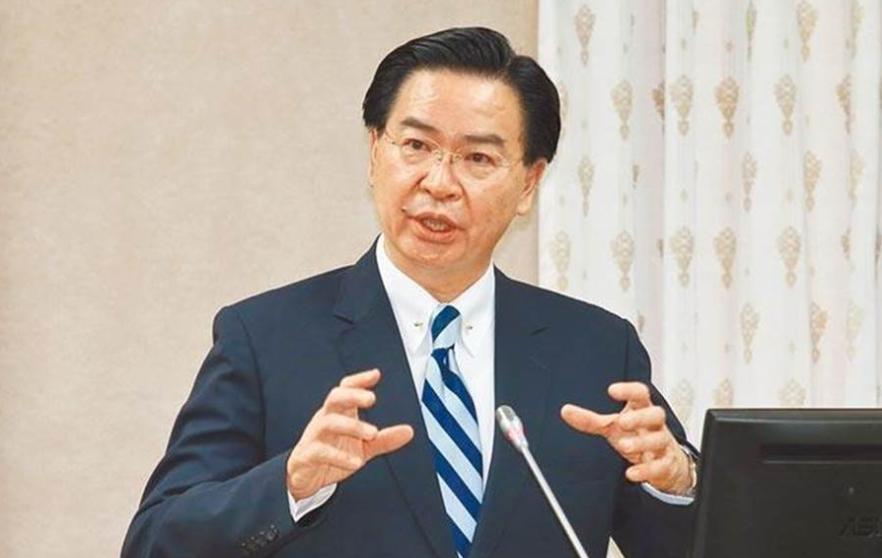 """据《观察者网》2月27日的报道,由于大陆方面在昨天宣布暂停进口台湾地区的水果--凤梨,台湾产的凤梨面临着严重滞销的窘境。台湾当局大惊失色,对此,台湾外事部门负责人吴钊燮随后就公开宣称,台湾出产的""""凤梨"""