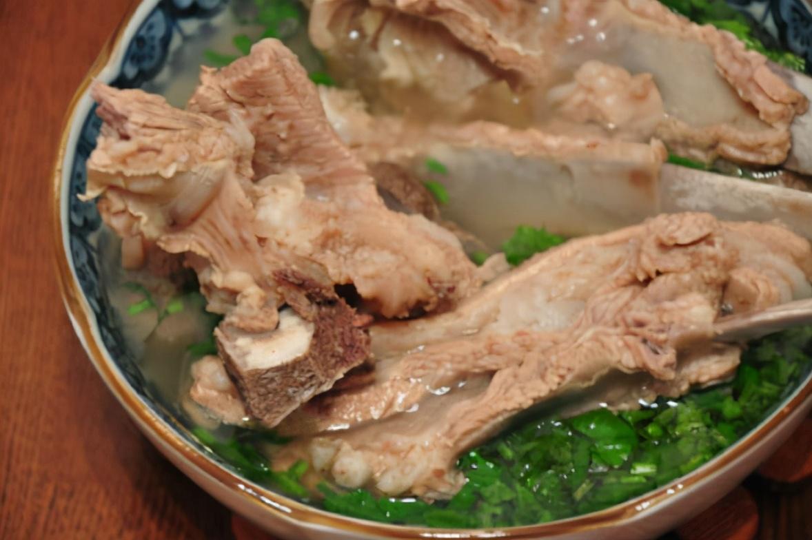 """炖羊肉时 """"2香2酸""""不能加 只加4样 羊肉酥烂,羊汤更鲜美"""