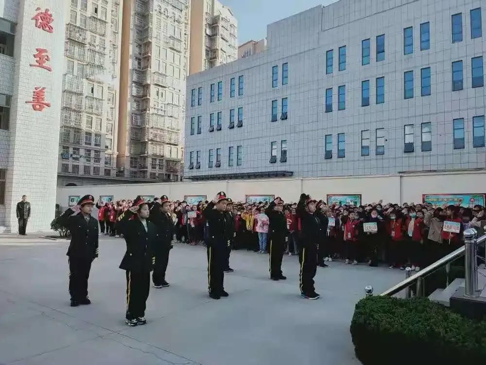 """江苏阜师附小举行升旗仪式暨""""最美善娃""""表彰活动"""