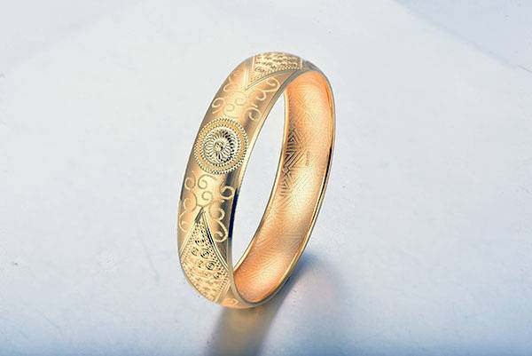 黄金手镯一般多少克 黄金手镯怎么清洗变亮 黄金手镯变形怎么修复