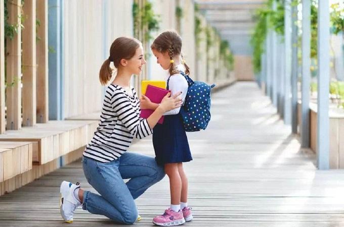 """""""躺枪萌娃""""火了,家长以为妹妹开学把娃送进学校,妹妹:是哥哥"""