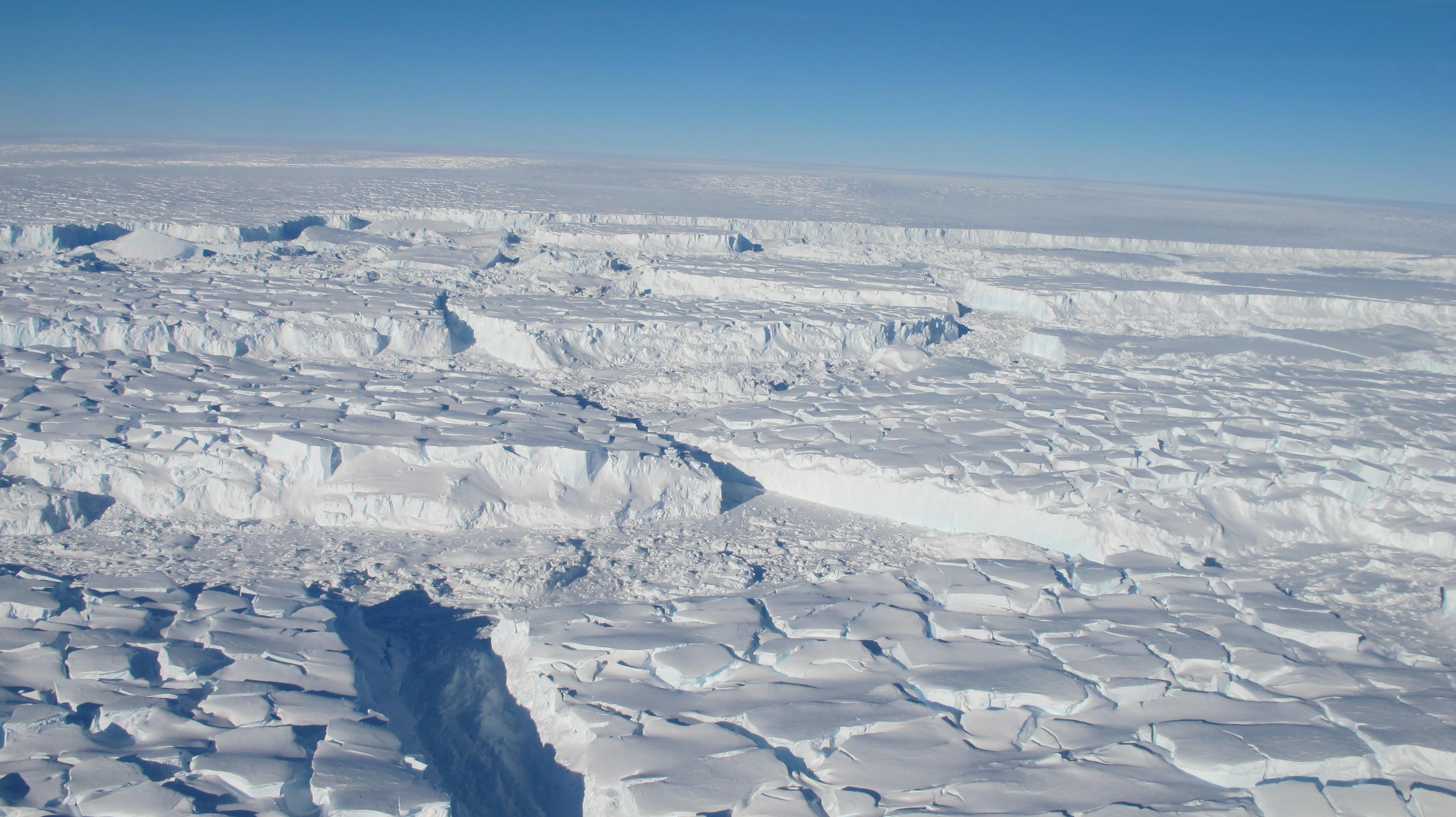 30億噸5000平方公里:南極冰下放射性熔爐,正快速融化冰蓋