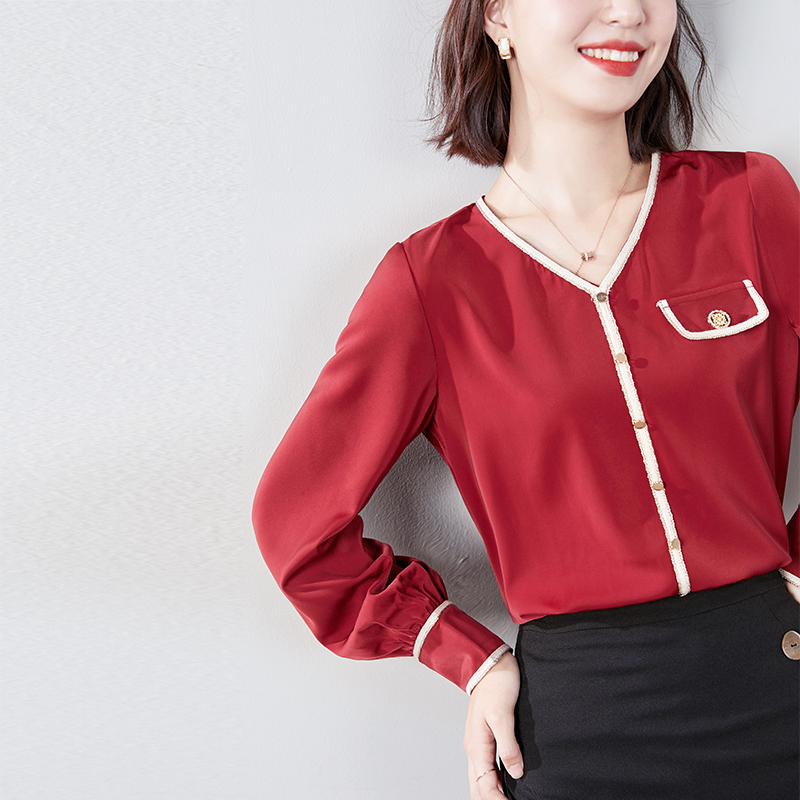 """微凉初秋,穿上一件""""气质红""""上衣,真是令人挪不开眼的惊艳"""