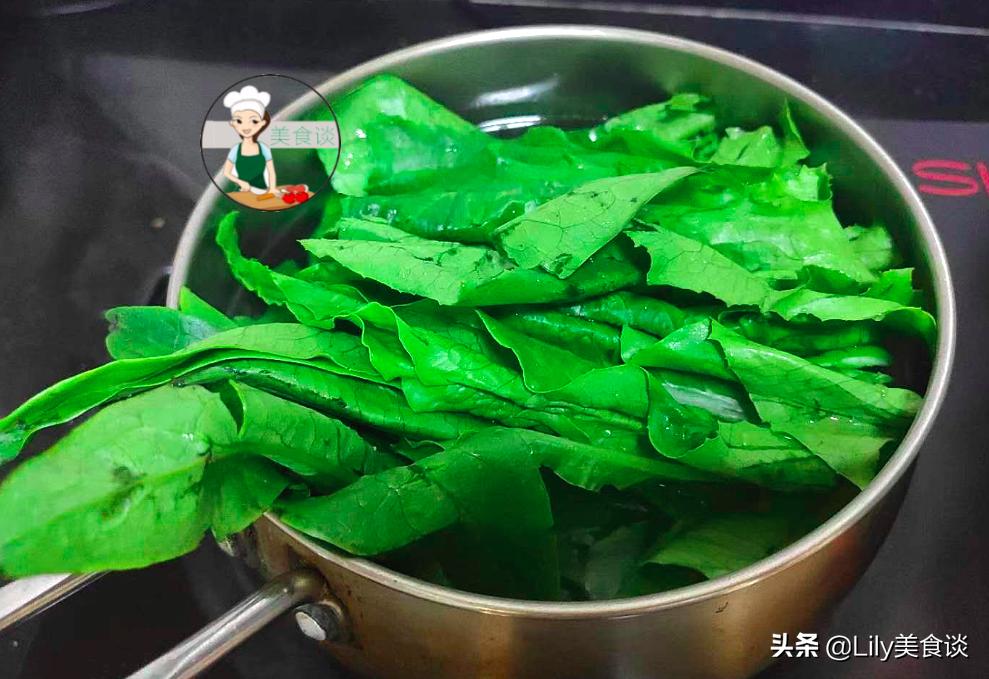 """这菜很多人只吃茎,叶子被当""""垃圾""""扔掉,现在正当季,别不懂吃 美食做法 第7张"""