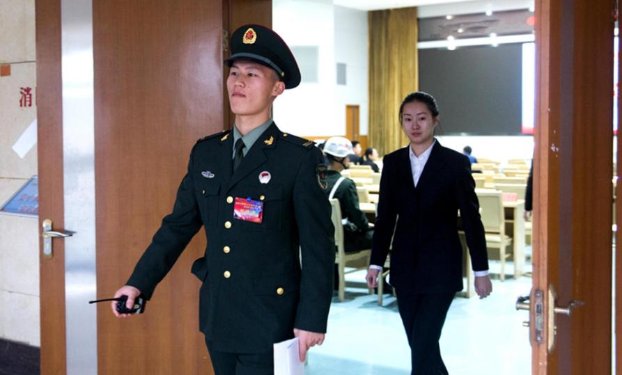 军队文职人员将扩大招生规模,预计将招收2.7万人,大学生也将有机会报考