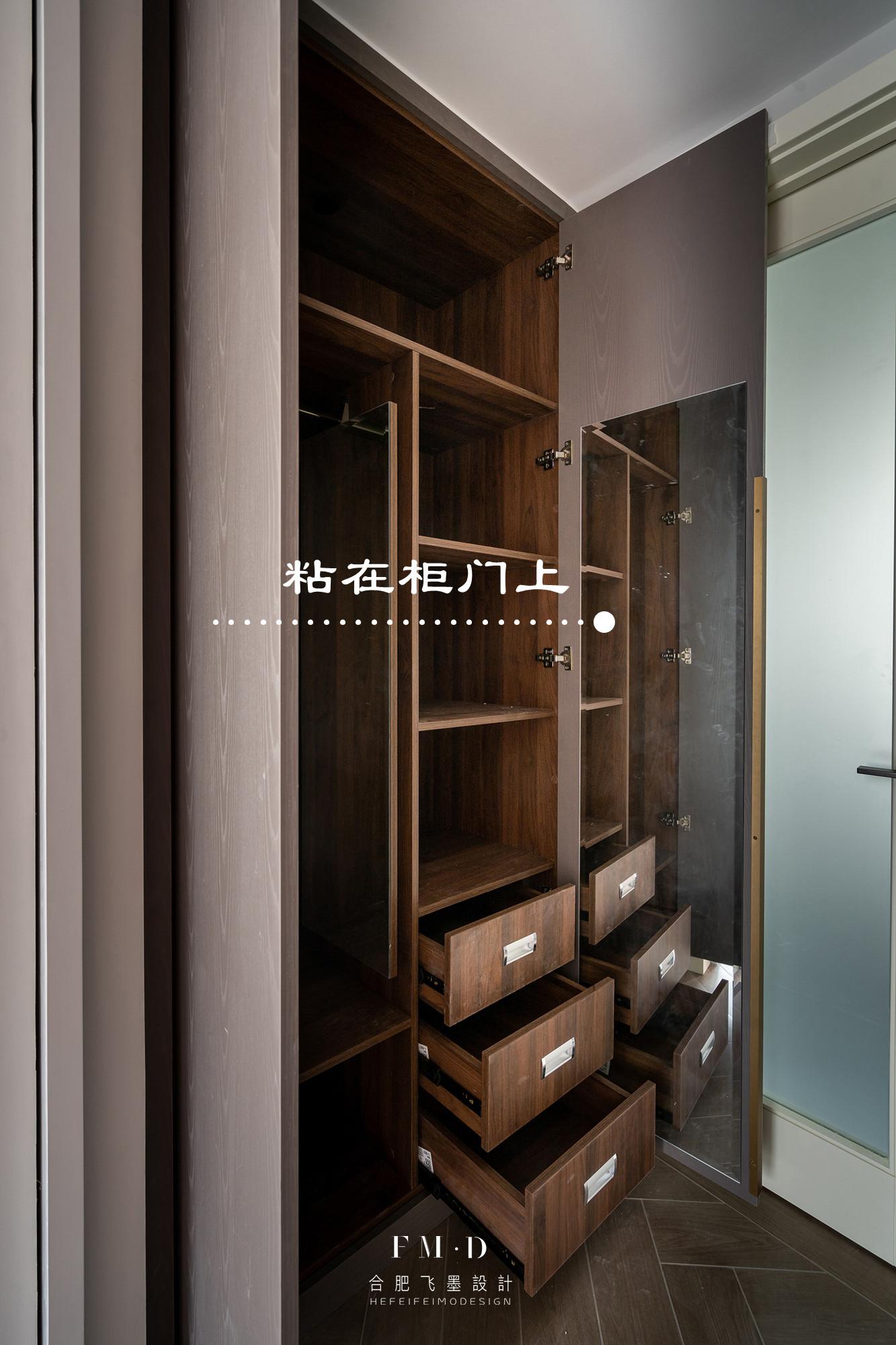 我該早點想到把鏡子藏在衣櫃裡,不落灰又省地,還有3個安裝方法