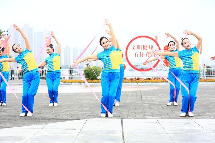 """""""我要上全运""""陕西省广场舞公开赛咸阳站举行"""