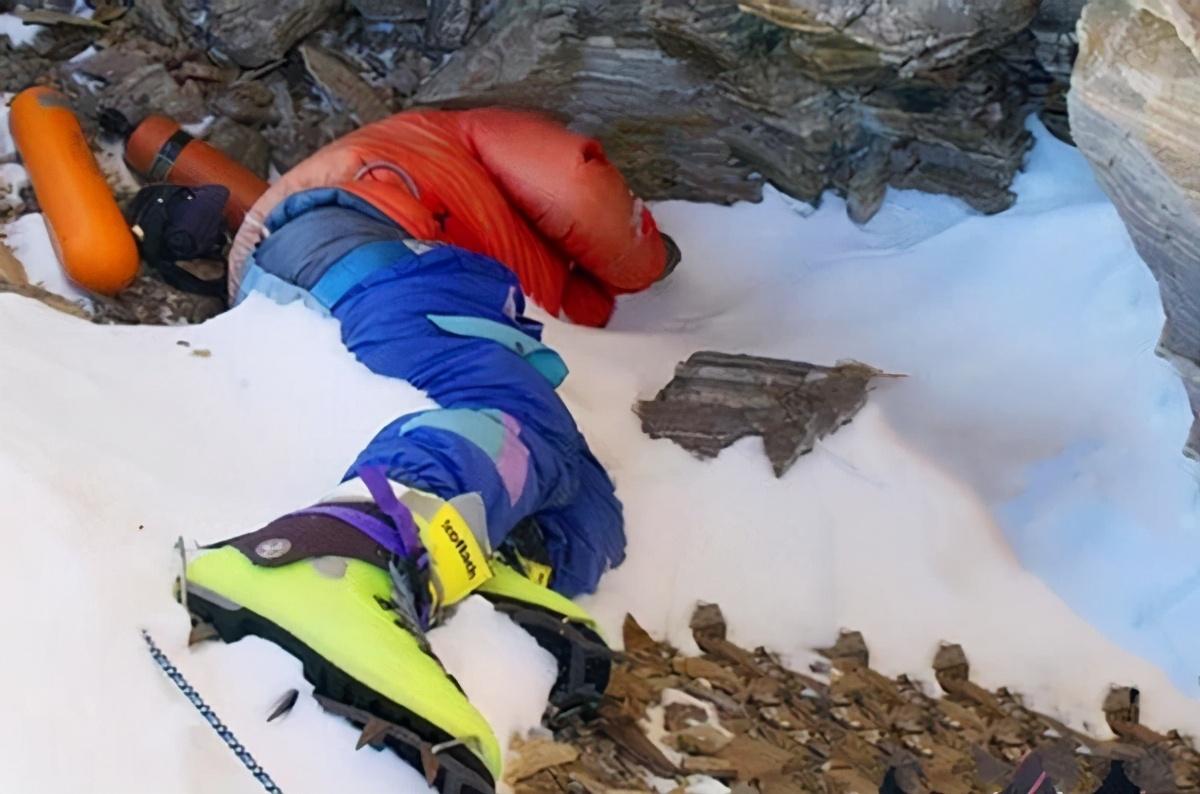 绿靴子在珠峰躺了20年,来的登山者都认识他,为什么没人帮他?