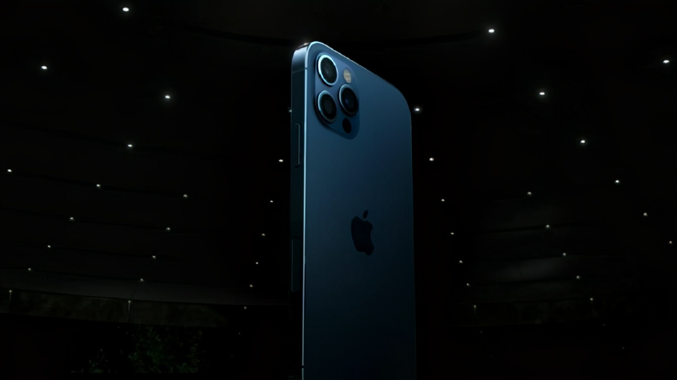 网友边骂边买,苹果四季度出货量大增,iPhone12最畅销