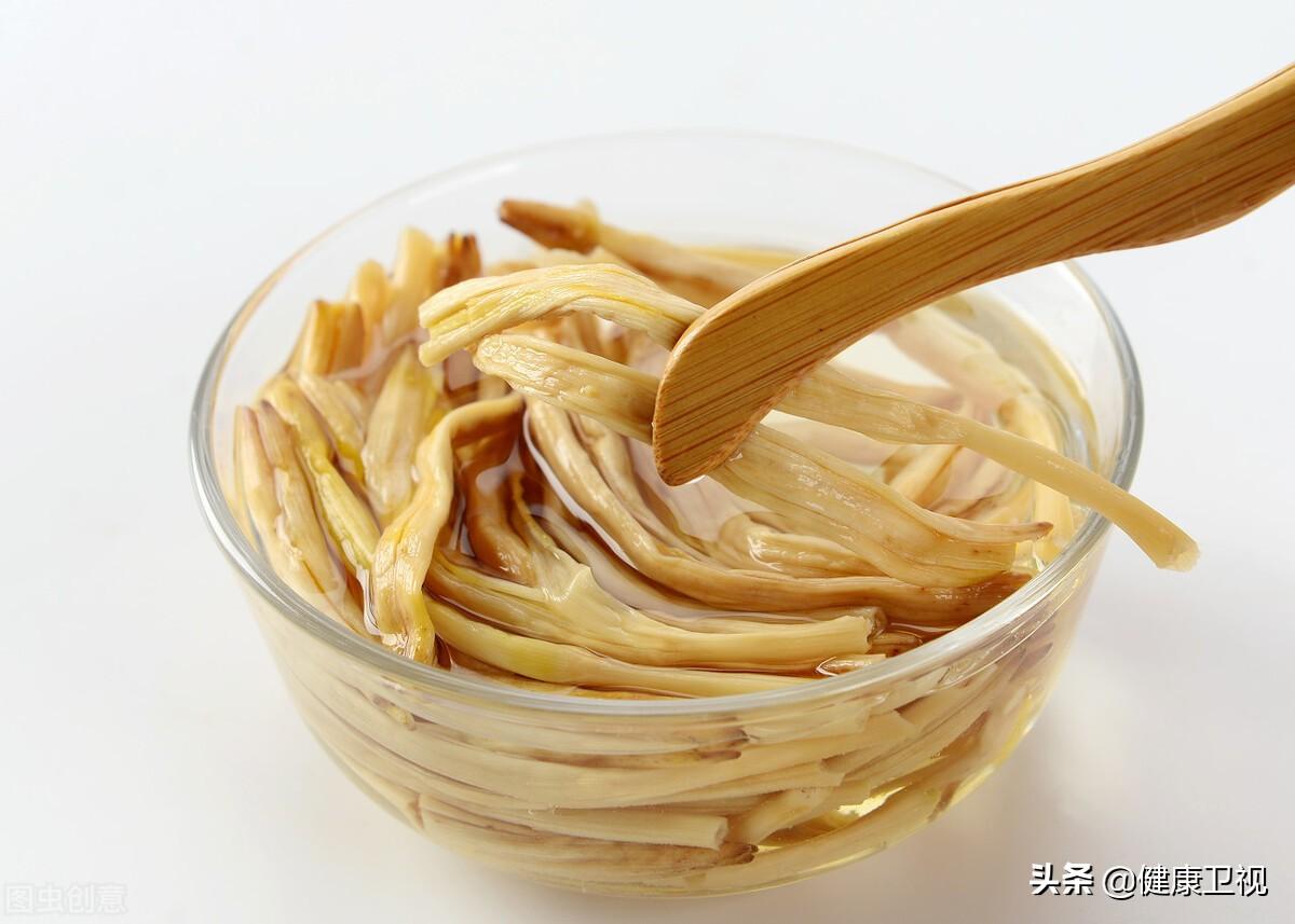 """""""百岁村""""老人推荐:核桃吃多容易胖,有1种蔬菜,健脑、活血还补钙"""