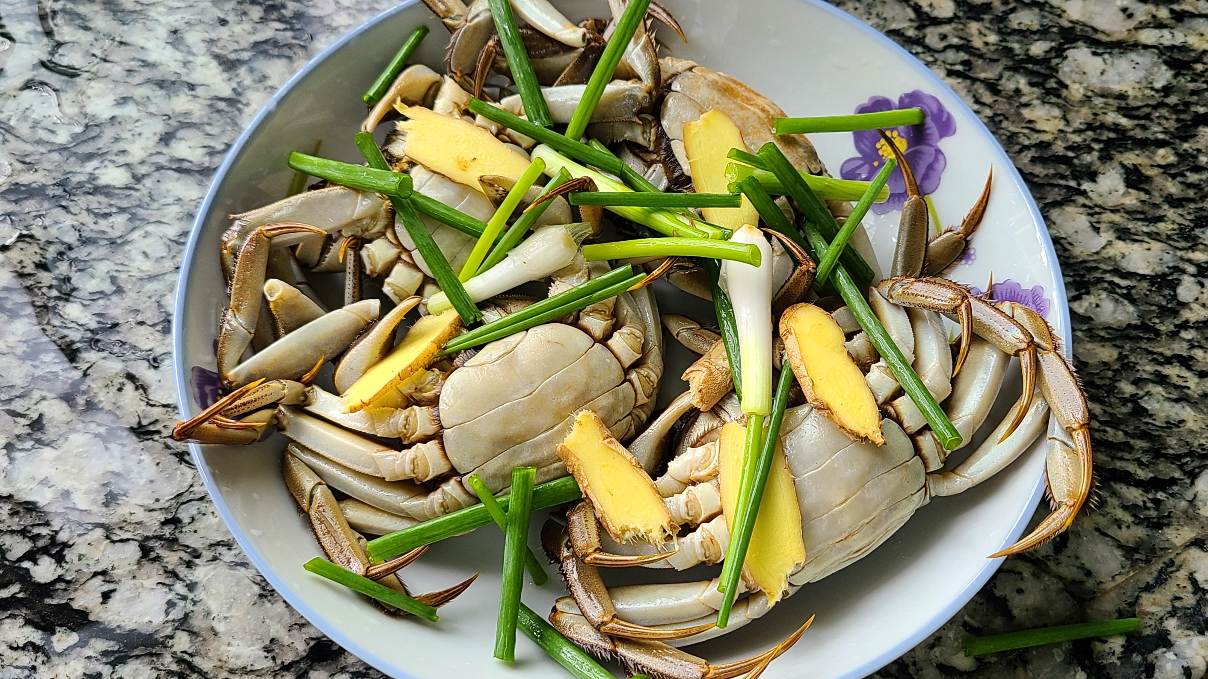 螃蟹的家常做法,鮮香美味又營養,一口咬下去,滿嘴的蟹黃