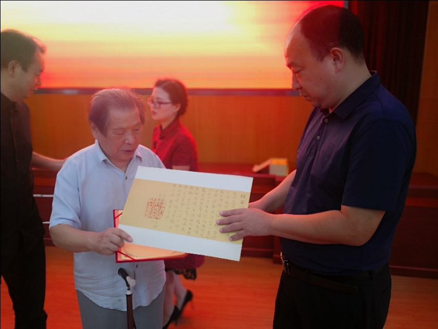 首届汤用彤中小学教育奖颁奖仪式在黄梅一中举行
