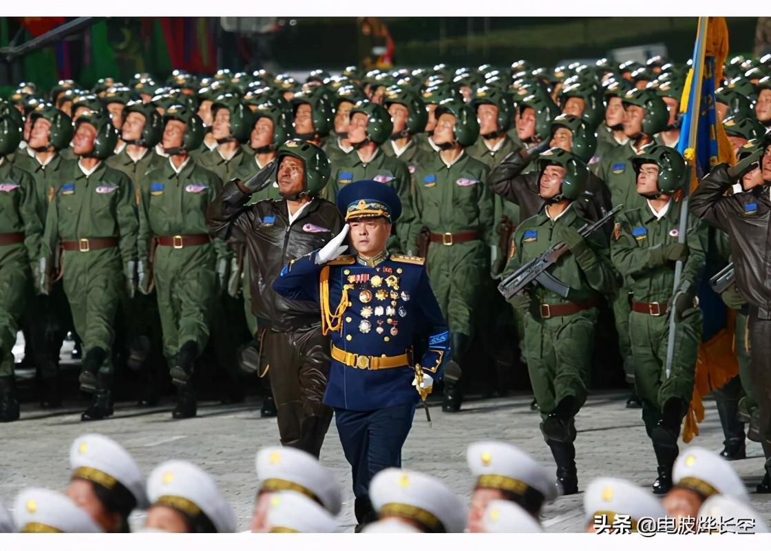 朝鲜夜间大阅兵太亮眼:首次采用中式正步,换装俄式新礼服