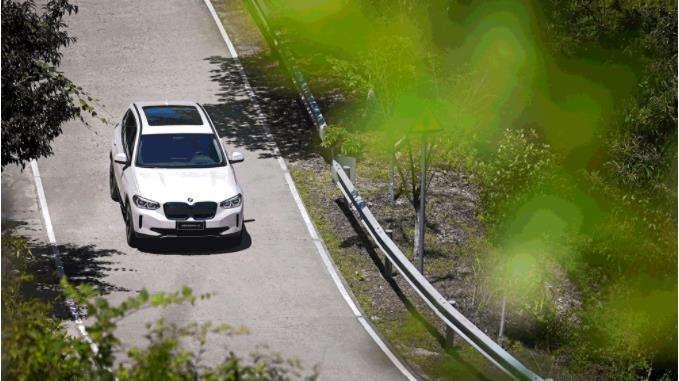 """绿由""""芯"""" 生 BMW iX3探访动力电池诞生地"""