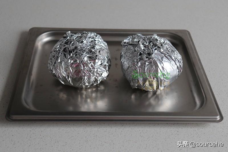 南瓜新吃法,不炒也不蒸,烤一烤,软糯香甜,连南瓜皮都粉香好吃