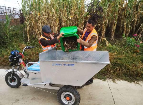 榆树审计局:为泉水村送5台电动装运垃圾三轮车