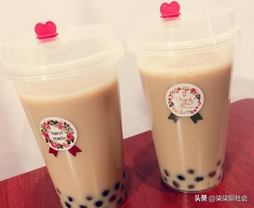 杭州60岁教授跟风赶时髦,喝秋天第一杯奶茶,被紧急送医院