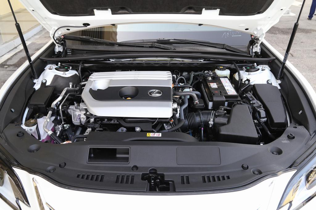 雷克萨斯es最低配值得买吗?2.0L+CVT,动力一般,入门配置齐全