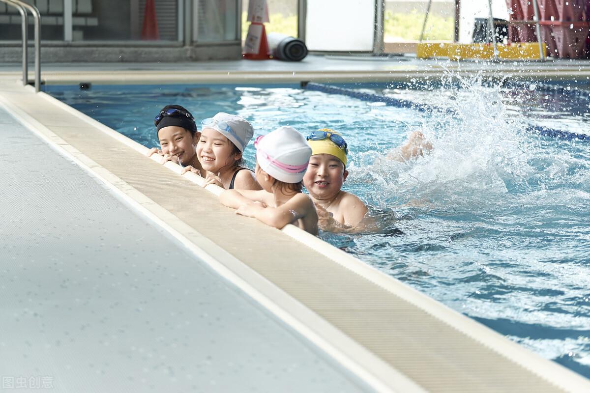 妈妈带10岁多的儿子进游泳馆女更衣室,结果引发矛盾,谁之过?