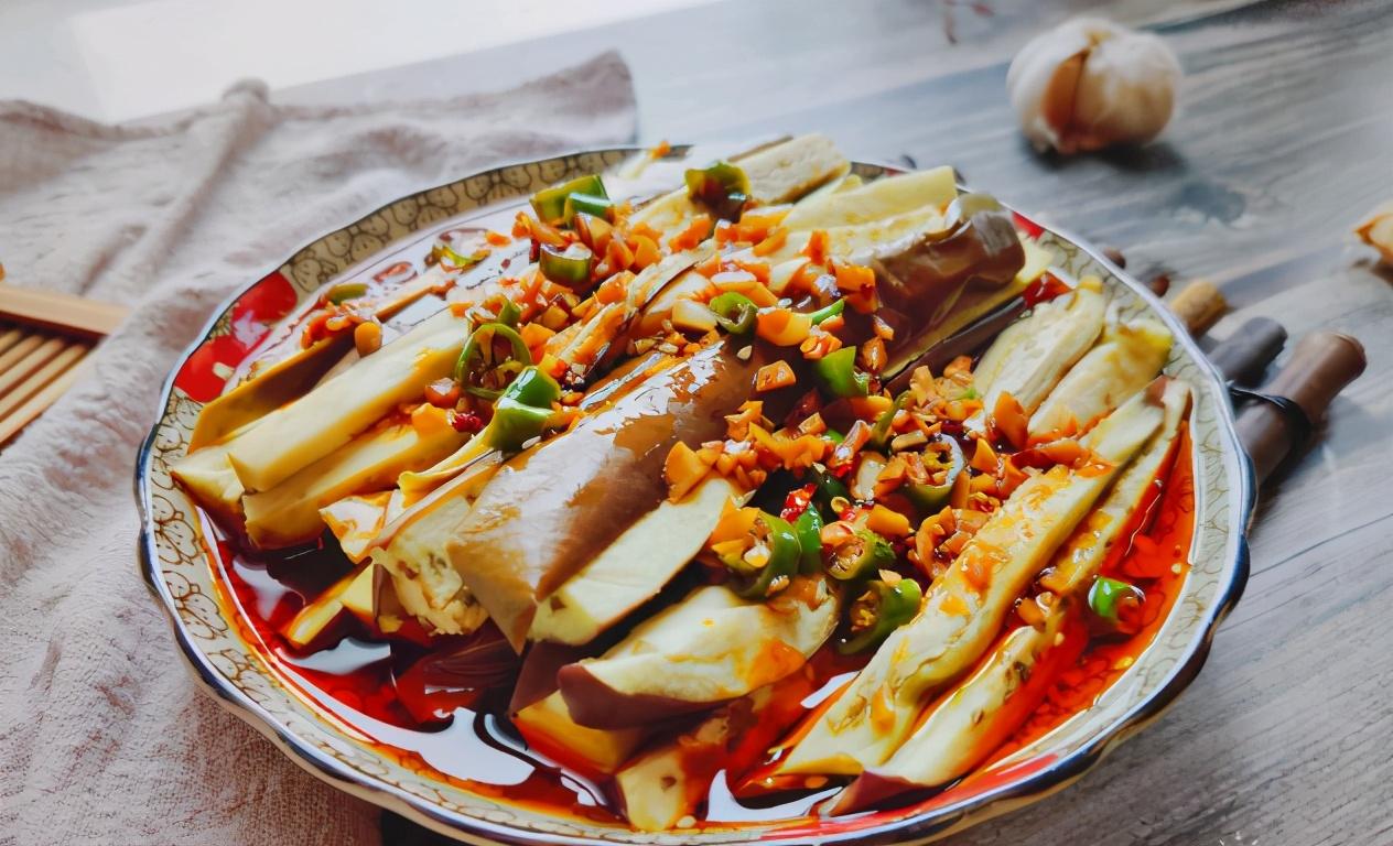 蒸茄子,直接蒸是错的,多做1步,皮紫瓤白不发黑,让人食欲大增 美食做法 第8张