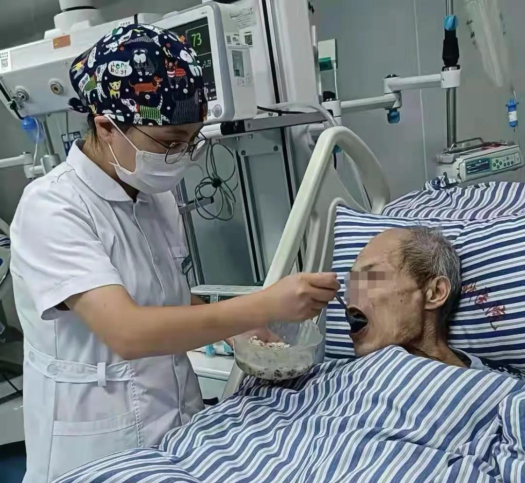 「仁心仁术」重症监护病房的真情守护