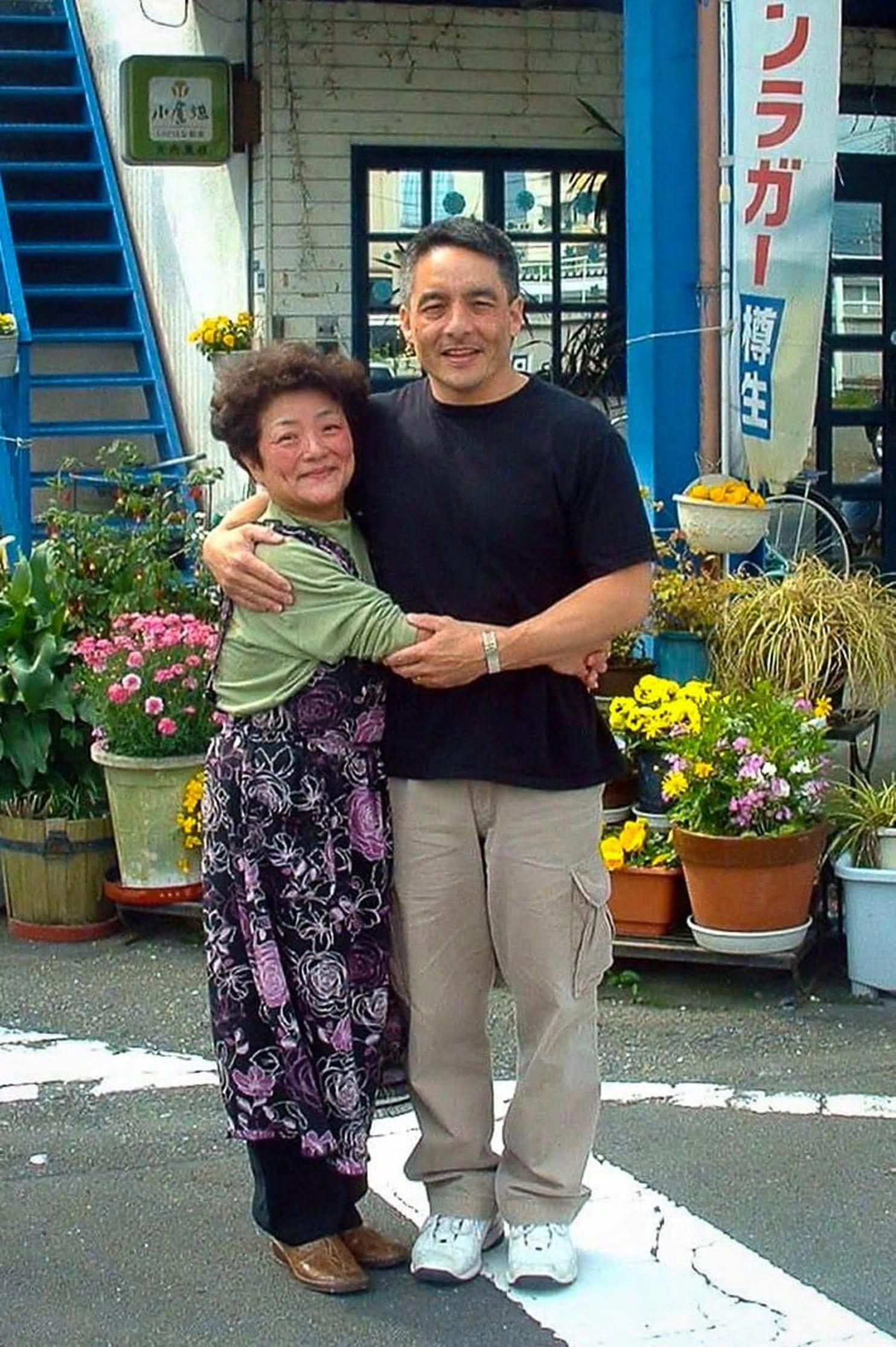 他46年后找到生母,才知道她用他的名字开了餐馆,一直等他去找她