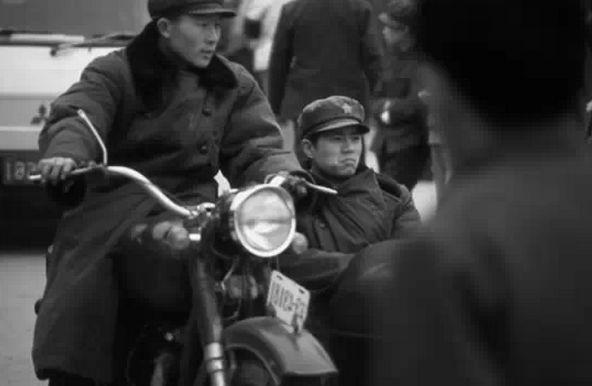八十五时期的日常生活照片,图二是当时的小新鲜猪肉名牌明星