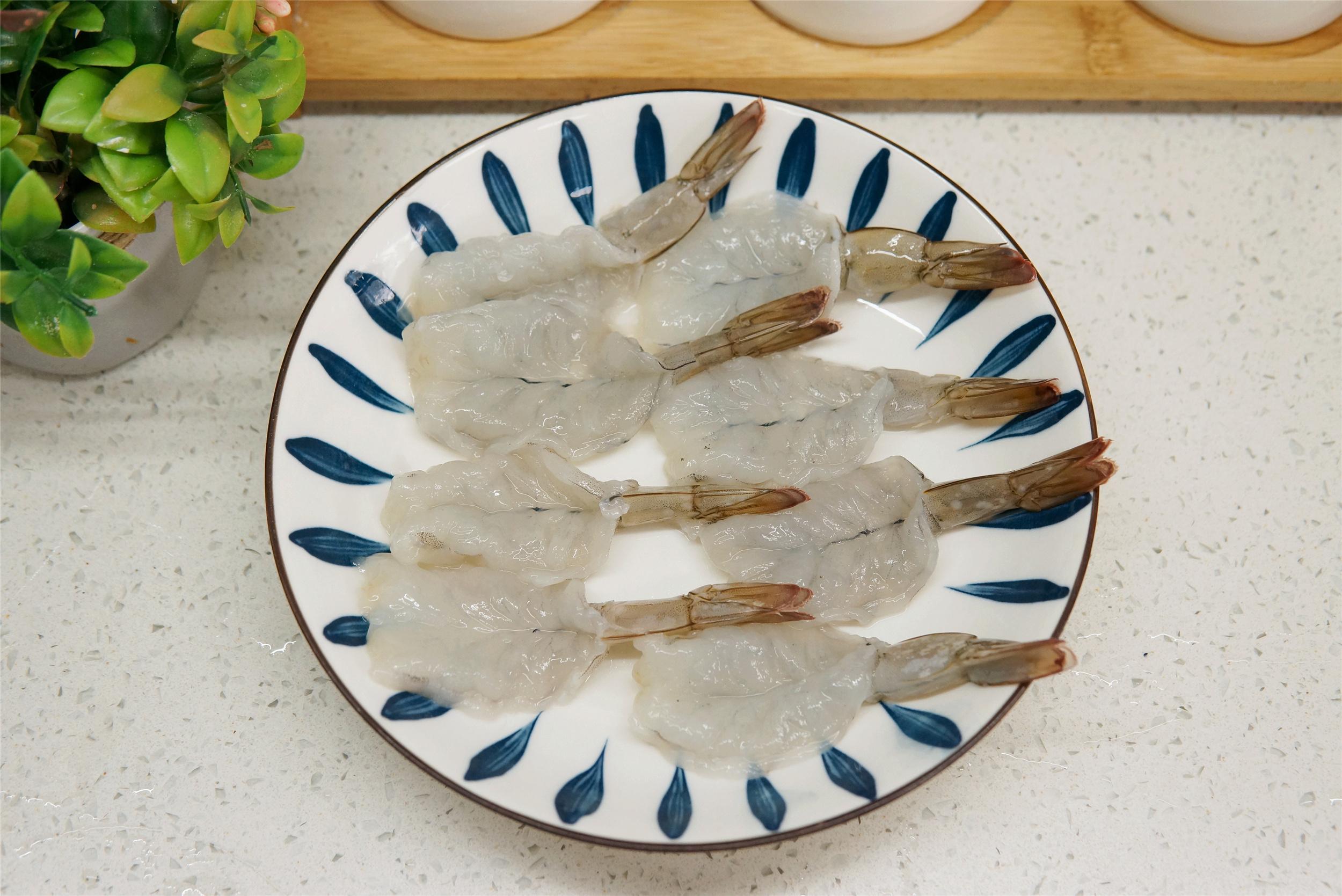 夏天吃大虾,水煮、油炸靠边站,这做法几天不吃就喊馋,省事好吃