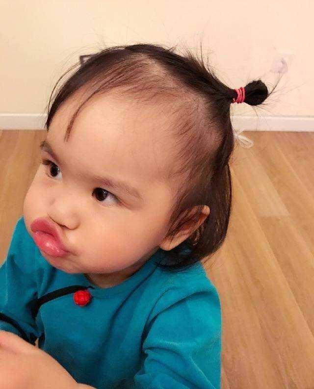 包贝尔女儿长大了!5岁容貌逆袭气质大变,对镜头挑眉表演天赋强