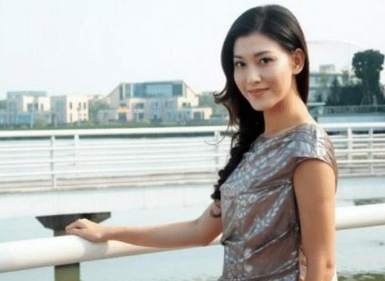 李彩桦豪门梦碎,闪婚19个月便闪离,人生经历堪比回家的诱惑