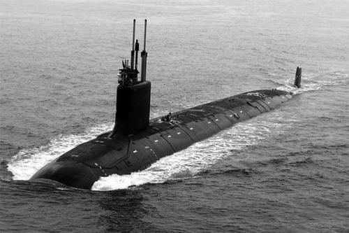 潜艇遭到200艘战舰围攻,无奈主动上浮认输,艇长刚回国就被逮捕
