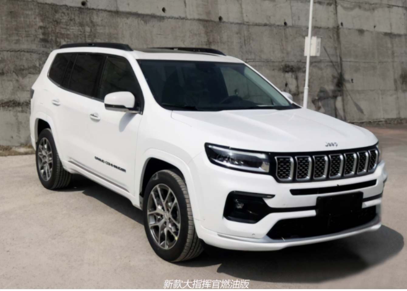 价格上调5千2 广汽菲克Jeep新款大指挥官成都车展上市