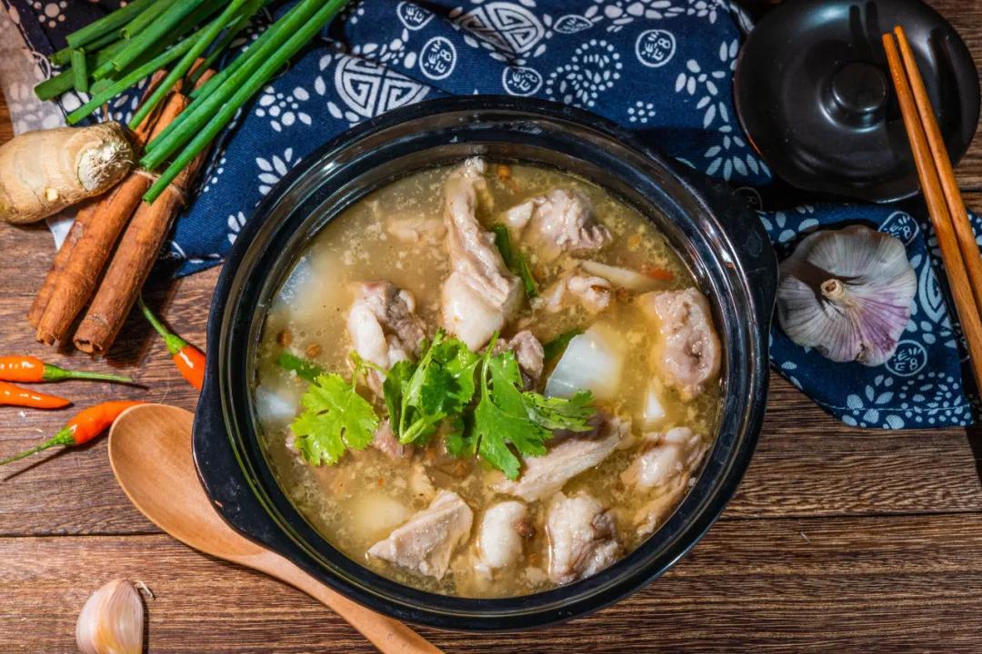 粥里放这几种食材,通便、暖胃、补气血…老年人最需要