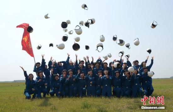 空军招40名第12批女飞行学员 成绩优秀可联合培养