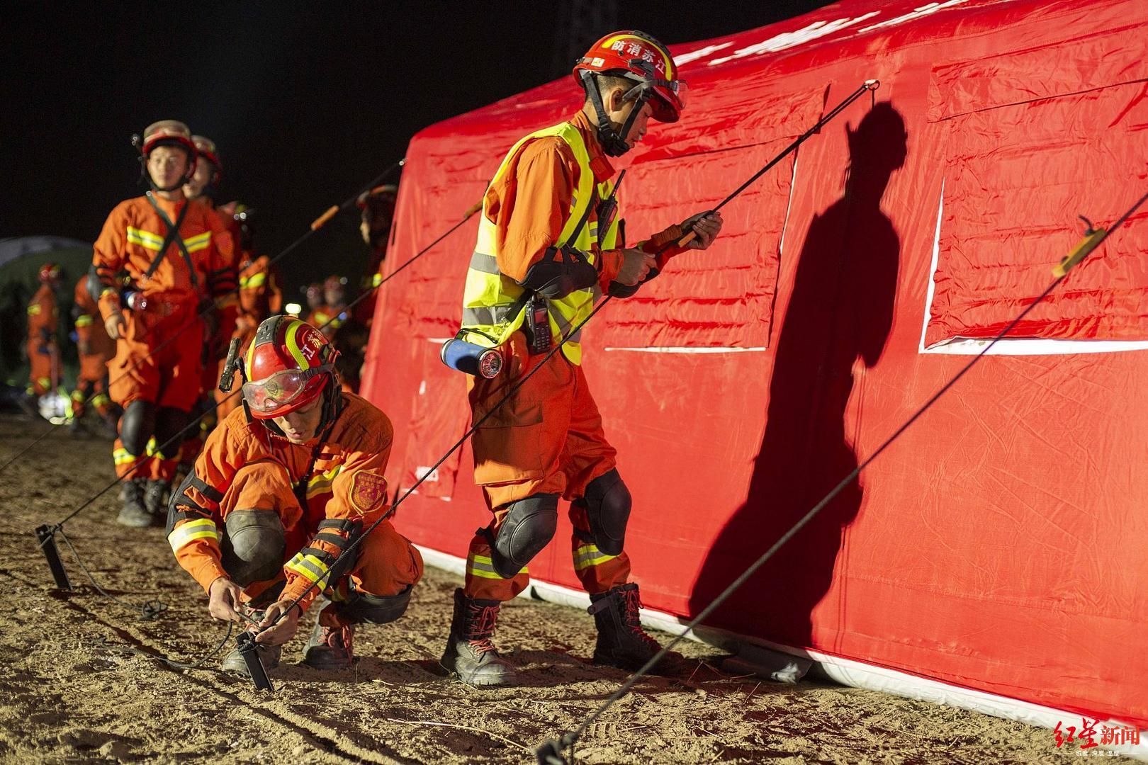 交通部等7部门发通知 消防救援人员可优先乘坐交通工具