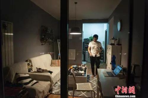 独居青年:你一个人住的房间里,装着孤独还是自由?