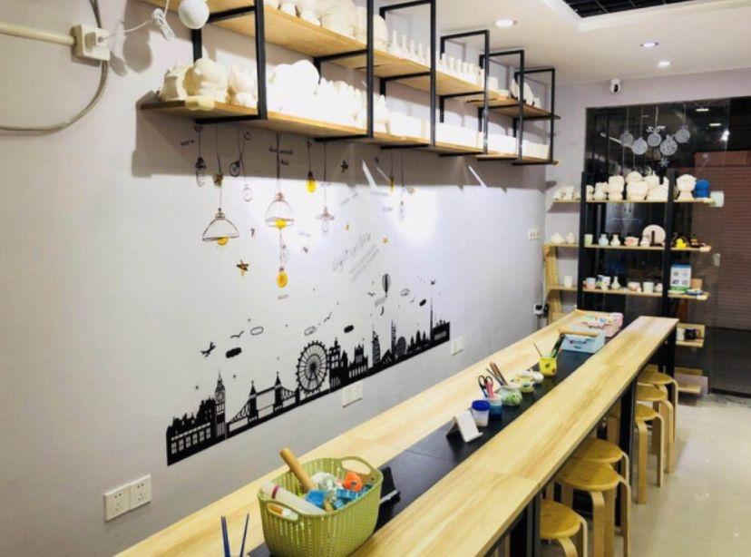想让购物中心更具文艺气质?招陶艺馆是个不错的选择