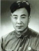 冯雪峰名言:生活是欺骗不了的,一个人要生活得光明磊落